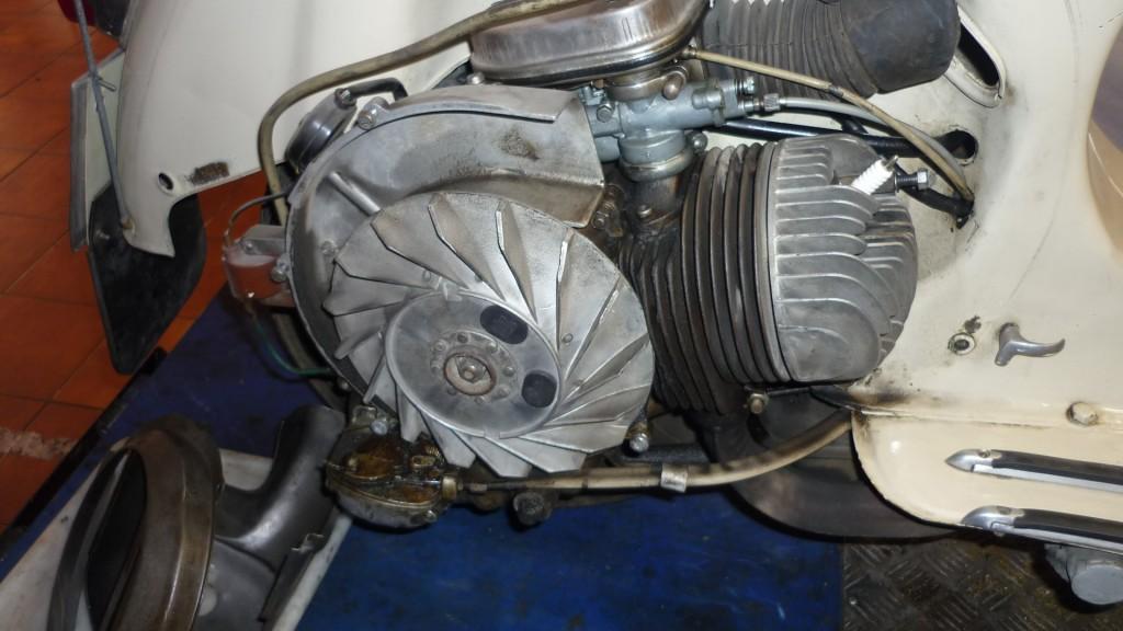 empezamos por quitar las tapas de la ventilación, dejando al descubierto ventilador y cilindro
