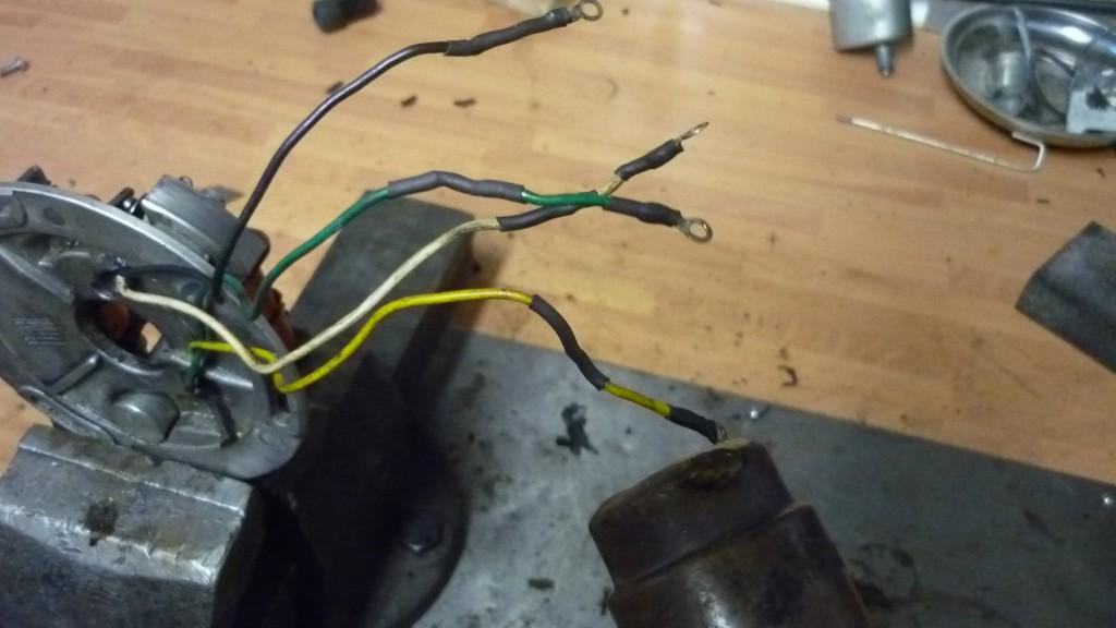 antes de montar el plato magnetico, tenemos que aislar los cables pelados, con ayuda de funda termorretractil
