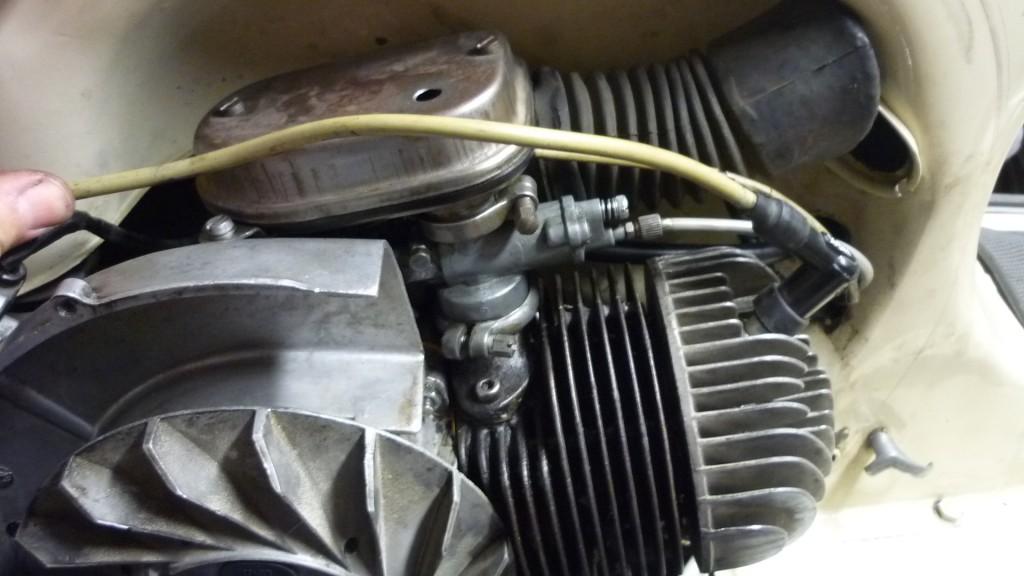 montamos el carburador y filtro de aire