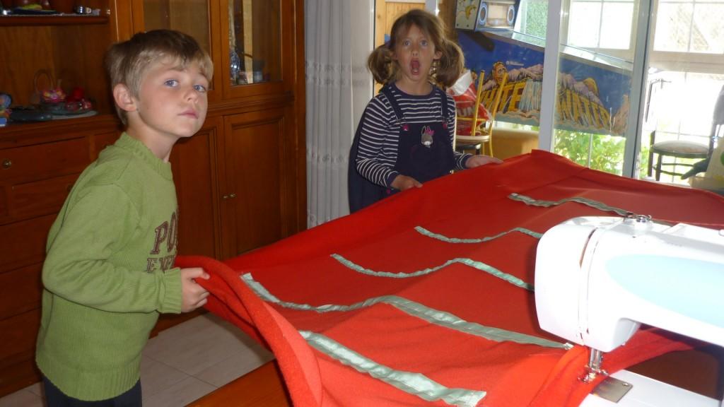 para coserla he necesitado de la ayuda de un par de voluntarios forzosos