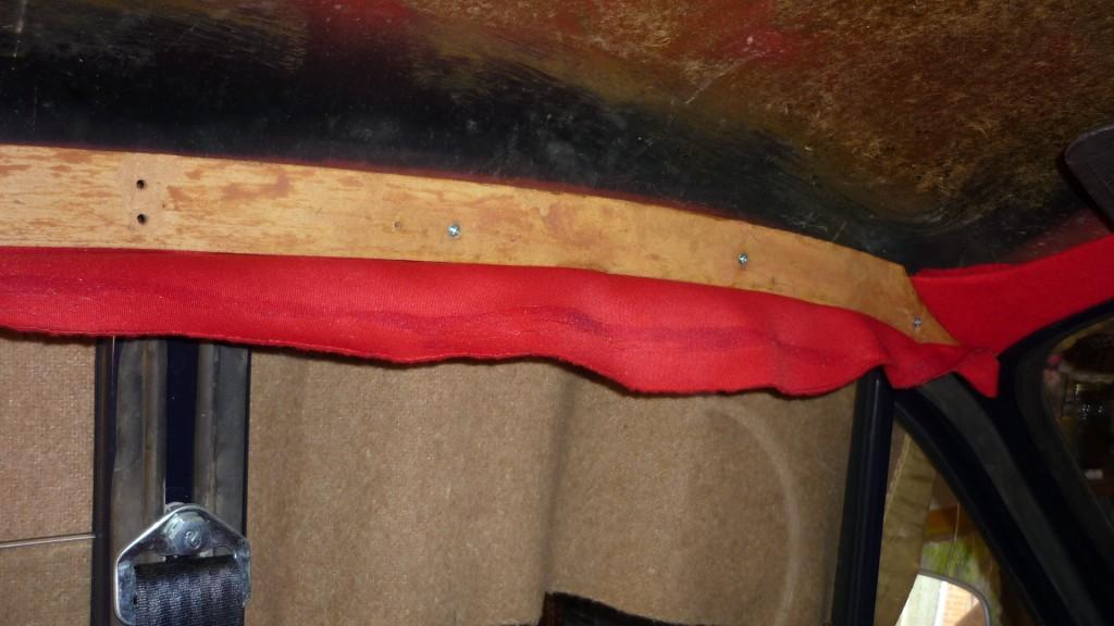 en los remates laterales, procedemos igual que en el frontal, encolando, atornillando y llevando a su sitio la tela