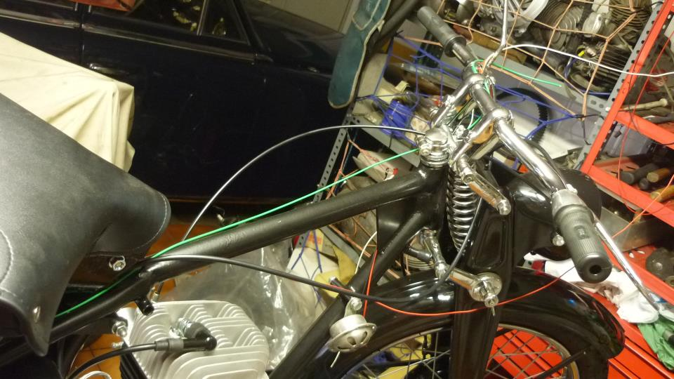 lo más fácil, es tirar primero todos los cables con exceso de medida y luego enfundarlos