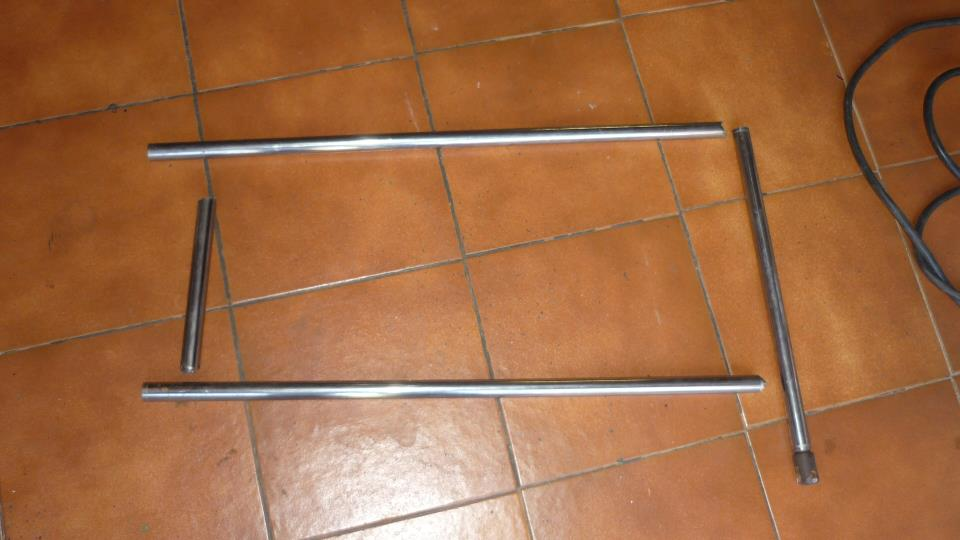 cortamos las barras a la medida aproximada y las soldamos con electrica