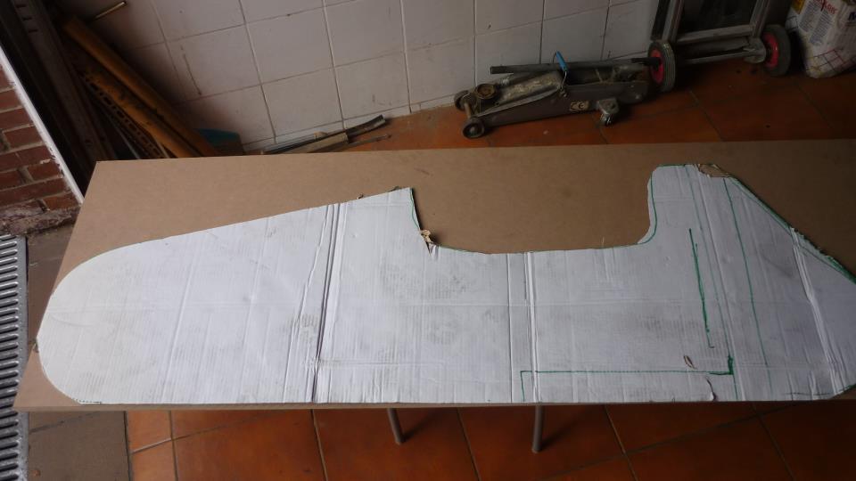 usamos la plantilla para hacer una pieza en DM de 20mm, que nos servirá para hacer las dobleces de la chapa