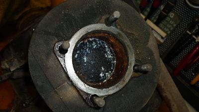 como esperaba, al soltar la culata, vemos el piston a medio camino y el cilindro oxidado