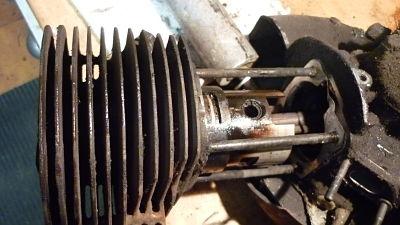 poco a poco nos sale el cilindro y deja visto el piston