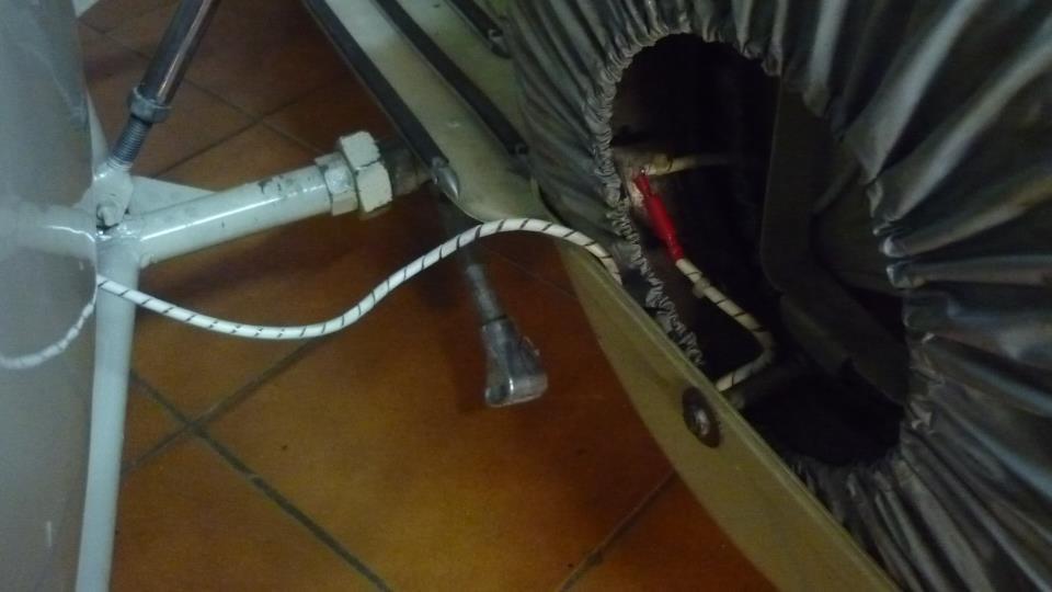 un cable elástico y protegido, con una buena conexión rápida y protegida, es lo mejor.