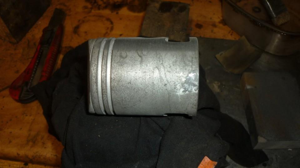 he conseguido un piston original, sin segmentos