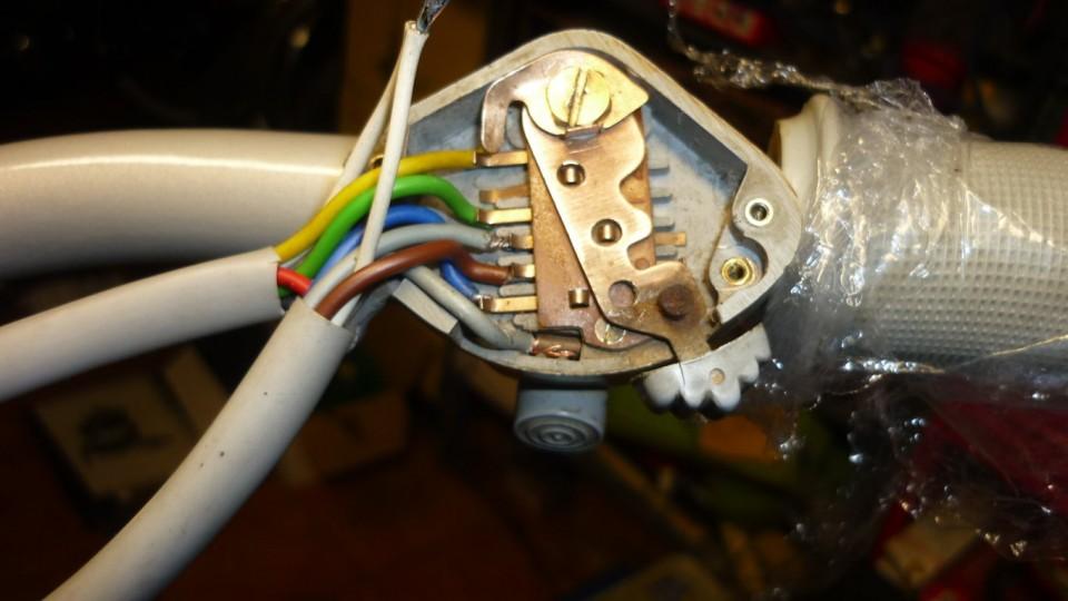 y conectamos el cableado en el interruptor de luces