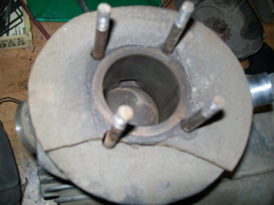 el cilindro esta sin arañazos y el piston es de 56,5mm