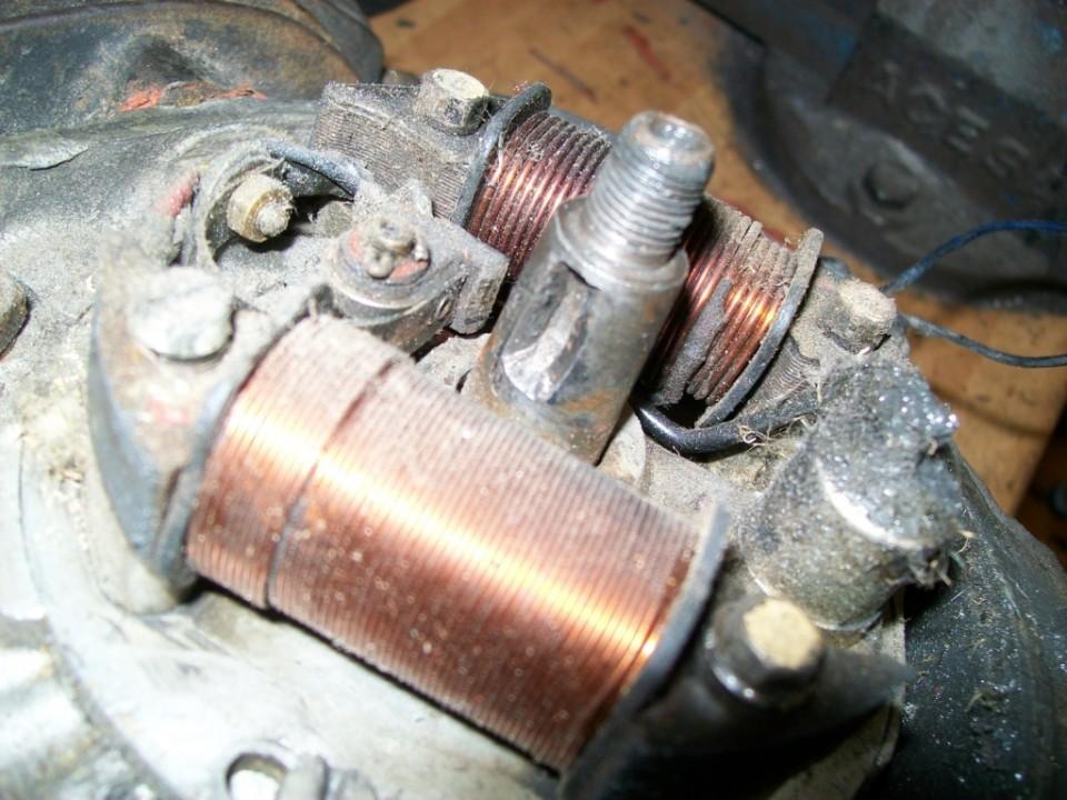 el chavetero del cigüeñal esta roto, es una causa bastante posible de la averia que paro la moto en su dia