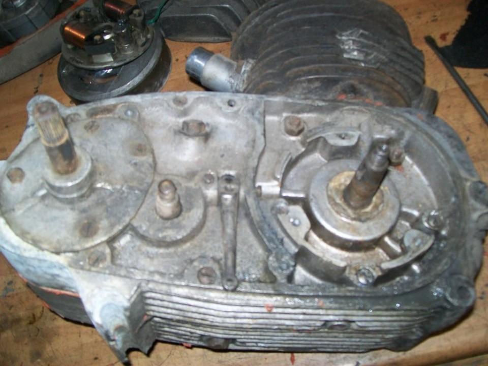 para abrir el motor aflojaremos los tornillos del bloque, pero antes quitaremos el cilindro y piston