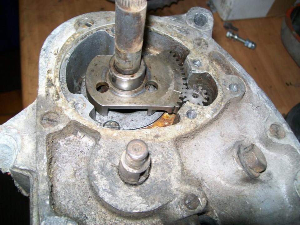 debajo esta el mecanismo