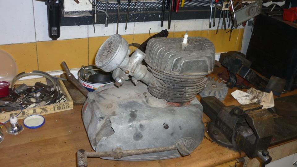 el carburador esta incompleto, quitamos la palanca de cambio