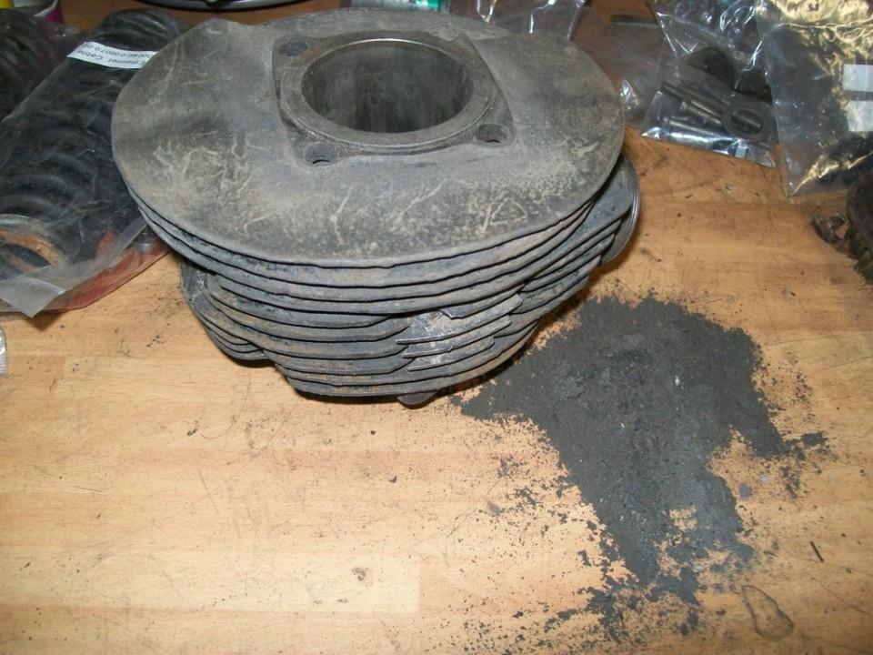 primero limpiamos el cilindro de tierra y carbonilla