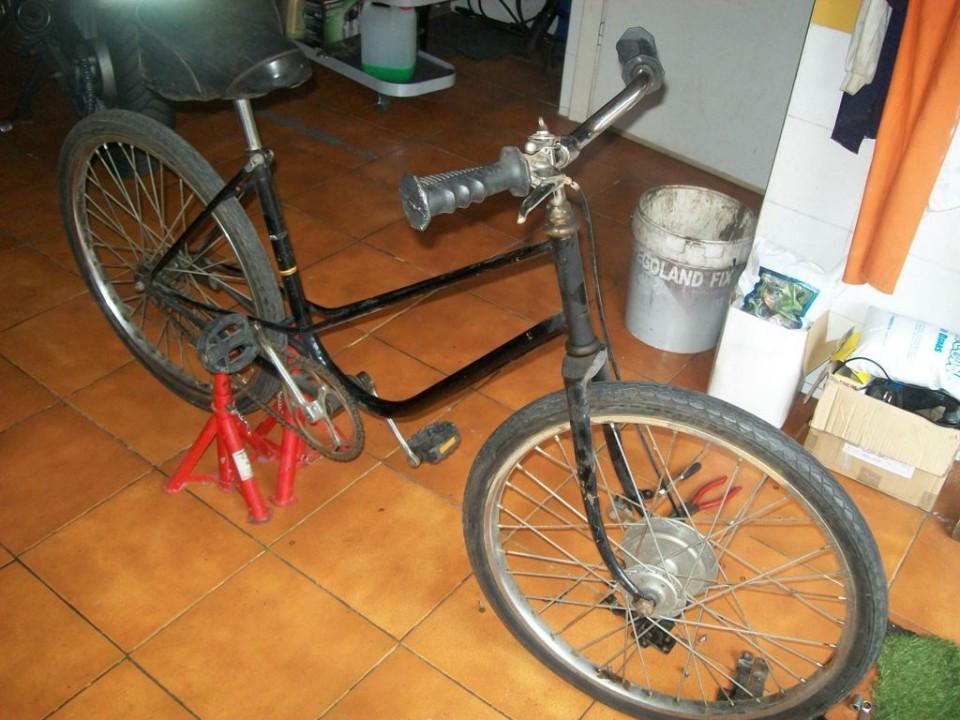 tenemos la bicicleta por un lado