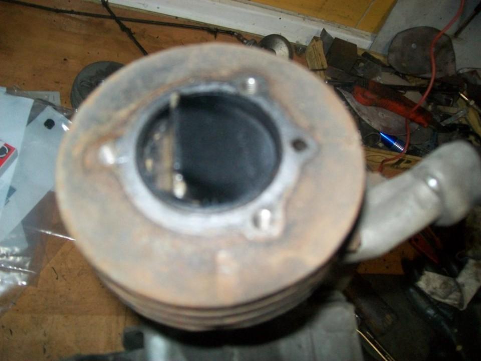 vemos el piston con un poco de carbonilla
