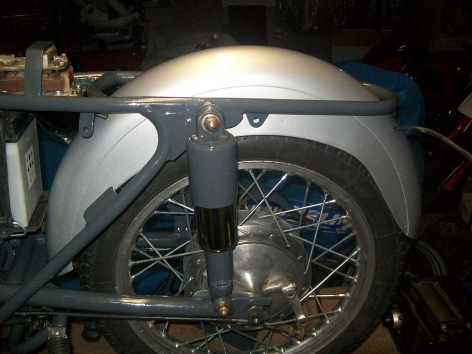montamos suspensión, guardabarros  y rueda