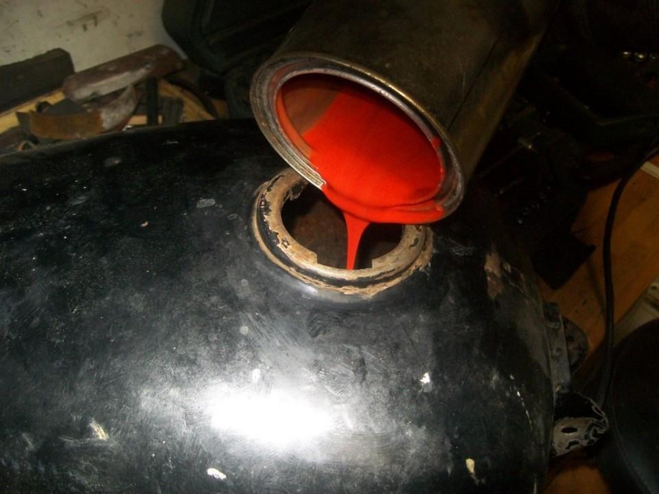 añadimos una resina con catalizador y un colorante