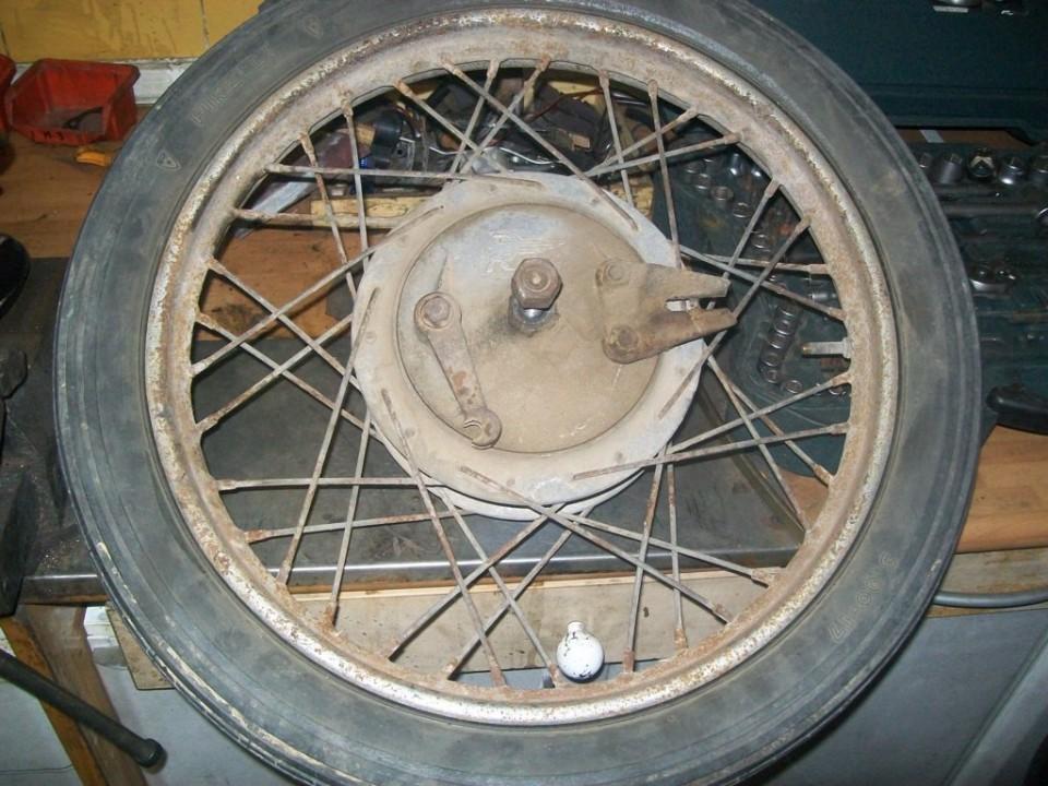 tenemos las ruedas viejas, oxidadas y las cubiertas pasadas