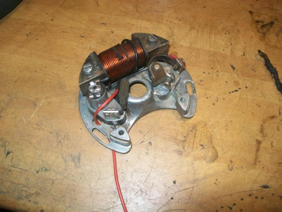 esta bobina conecta directamente a masa y el cable da salida a la corriente para luces y claxon