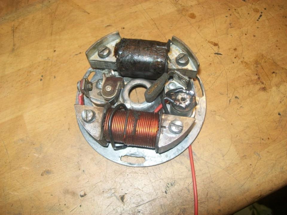 la bobina de alta, también conecta un extremo directo a masa y el cable lo derivamos a los platinos