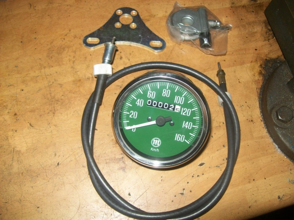 Buscamos el cuentakilómetros, con cable, soporte y reenvio