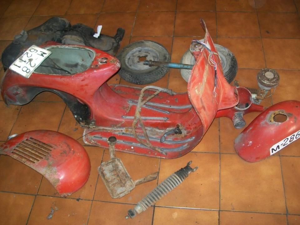buscaremos el cofano, el manilar, el oporte de la rueda de repuesto y las piezas necesarias para poder llevar a pintura