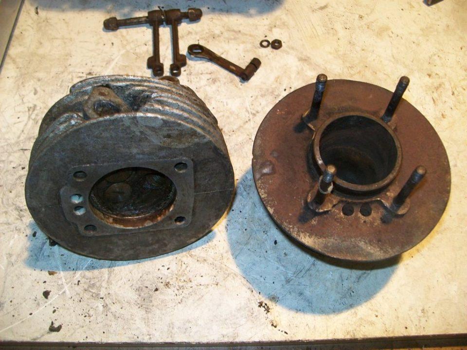 el cilindro tenia el piston tambien gripado, a salido con calor, aflojatodo y presion